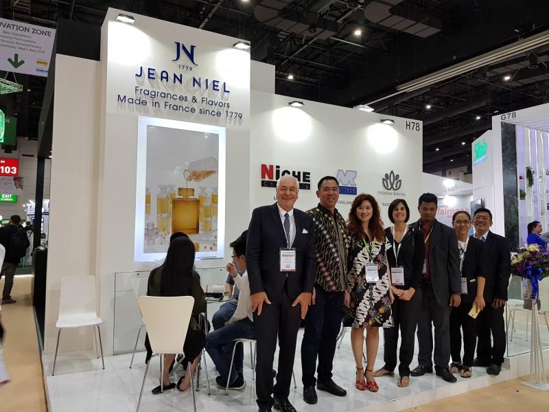 L'équipe JN Parfumerie Asia – salon In-Cosmestic 2017 Asia